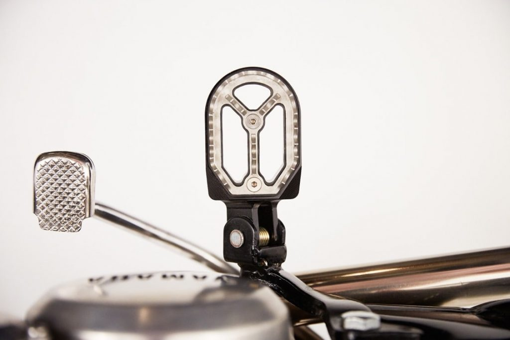 oilbro-motorcycles-studio-ze-CALE-PIED2